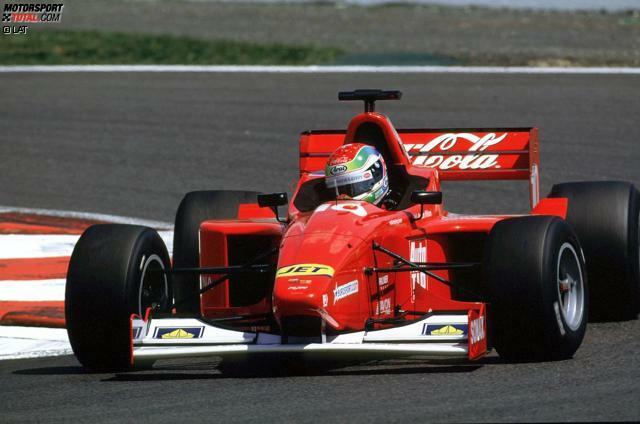 Die professionelle Rennfahrerkarriere von Justin Wilson (geboren am 31. Juli 1978 in Sheffield in Großbritannien) beginnt in der Formel Vauxhall und der Formel Palmer Audi. 1999 steigt er in die Formel 3000 auf. In der Saison 2001 (Foto) gewinnt er dort für das Nordic-Team drei Rennen und den Titel.