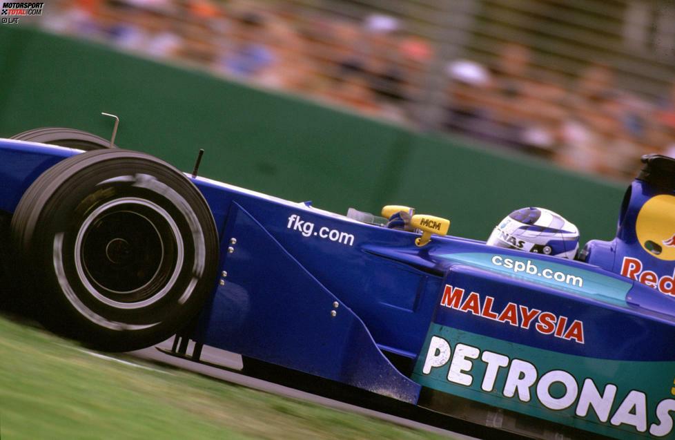 Während der Finne nur auf Bewährung im Sauber starten darf, weil er nach nur 23 Autorennen vor dem Formel-1-Debüt von FIA-Boss Max Mosley als Sicherheitsrisiko eingestuft wird,...