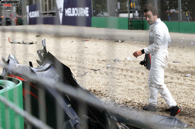 Kaum eine Verbindung zwischen einem Formel-1-Fahrer und einem Team ist so wechselvoll wie die des Fernando Alonso zu McLaren - spöttisch ausgedrückt eine Daily Soap. Die guten und die schlechten Zeiten in Woking warteten nicht nur mit Spionage, einer angeblichen Erpressung und vermeintlicher Amnesie auf: die Höhen und Tiefen.