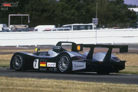 1999 der erste Auftritt der Vier Ringe beim Klassiker in Frankreich. Audi hatte die Ingenieure zweigleisig arbeiten lassen. Aus Deutschland kam der offene R8R, der die Ränge drei und vier erreichte.