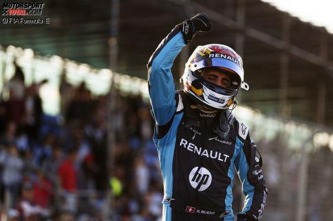 Formel E: Sebastien Buemi - Der Schweizer sichert sich den Elektrotitel auf kuriose Weise. Konkurrent Lucas di Grassi räumt ihn in der ersten Kurve des Finales ab und wäre Meister, doch im zweiten Boliden duellieren sich die beiden um die schnellste Runde - und die geht an den Renault-Piloten.