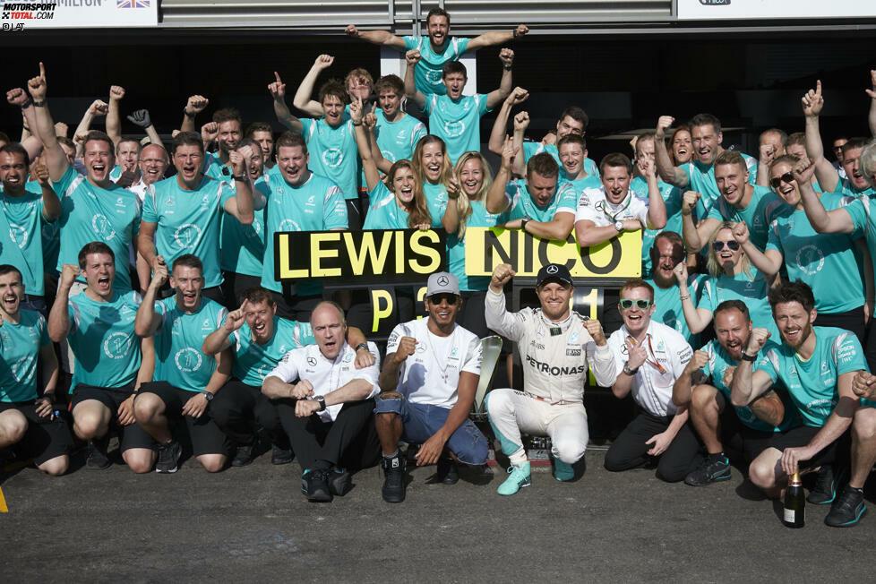Nico Rosberg ist wieder auf Kurs: Während Lewis Hamilton drei Motoren- und eine Getriebestrafe kassiert und von ganz hinten starten muss, verwandelt der Deutsche den