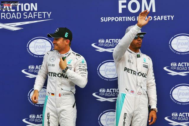 Dabei läuft das Wochenende zunächst gegen ihn. Rosberg fährt in allen Trainings Bestzeit und verkraftet in Q3 sogar, dass er seine erste Runde nach Zwischenbestzeit abbrechen muss (wegen eines elektrischen Fehlers). Im letzten Versuch fährt er trotz einer Runde mehr Sprit im Tank auf Pole. Hamilton nimmt das griesgrämig zur Kenntnis.