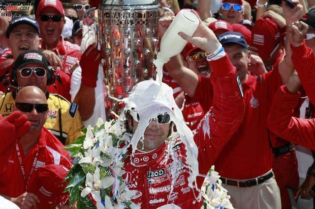 Siegermilch - Vielleicht die bekannteste Indy-Tradition: 1936 trank Sieger Louis Meyer in der Victory Lane ein Glas Buttermilch - und hatte wohl keine Ahnung, was er damit auslöste. Seit 1956 ist dieses Ritual (auch dank der entsprechenden Sponsoren) aus Indianapolis nicht mehr wegzudenken.