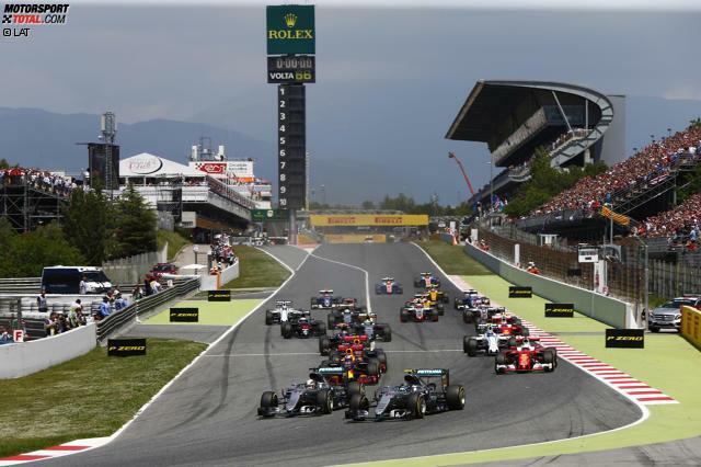 Am Start verhält sich noch alles normal: Nico Rosberg geht an Pole-Mann Lewis Hamilton vorbei und schnappt sich in der ersten Kurve die Führung. Durch Kurve 3 folgt der Brite seinem Teamkollegen dann und setzt danach zum folgenschweren Manöver an...