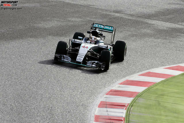Der Mercedes F1 W07 Hybrid von Lewis Hamilton und Nico Rosberg