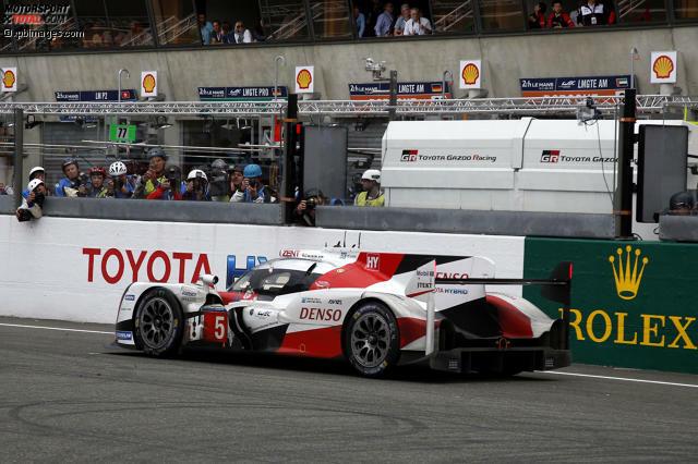 Der Toyota #5 von Kazuki Nakajima, Sebastien Buemi und Anthony Davidson fiel vor der allerletzten Runde in Führung liegend aus. Ein Drama wie es nur in Le Mans geschehen kann. Wir haben Stimmen zum unfassbaren Finale zusammengestellt.