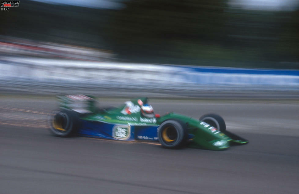 Der 25. August 1991 sollte ein Datum sein, das in die Formel-1-Geschichte eingeht. Nicht, weil die Legende Ayrton Senna an diesem Tag in Spa-Franchorchamps den Belgien-Grand-Prix gewinnt - sondern weil ein 22-jähriger Deutscher in einem froschgrünen Jordan nach wenigen Metern mit Kupplungsschaden ausfällt. Gestatten: Michael Schumacher!