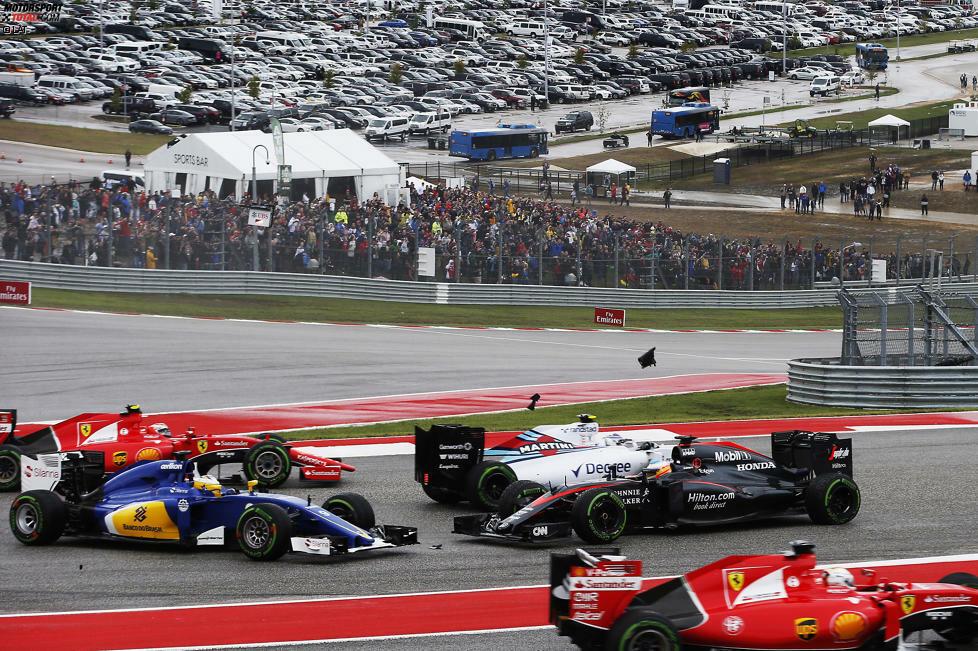 Willkommen in Austin! Seit 2012 hat die Formel 1 wieder ein Rennen in den USA, und der neue Circuit of The Americas (CoTA) kommt bei Fahrern und Fans gut an. Wir schauen uns die 5,513 Kilometer lange Strecke einmal etwas genauer an - und beginnen dabei mit dem ersten Highlight unmittelbar nach dem Start...
