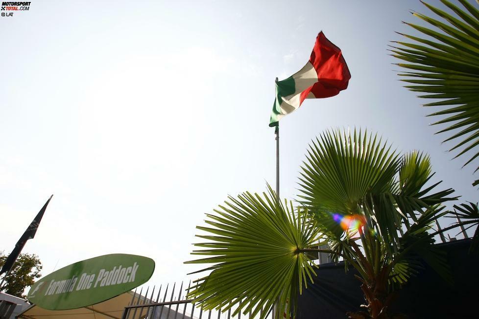 Kaum ein Rennen im Formel-1-Kalender wird dem Begriff Klassiker so gerecht wie der Italien-Grand-Prix. In Monza trifft Tradition auf Tifosi, wenn die Boliden in einem roten Fahnenmeer mit rekordverdächtigen Geschwindigkeiten über die Highspeed-Bahn in der Lombardei krachen.