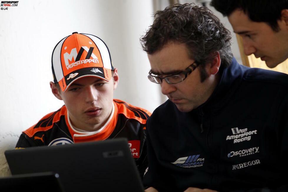 Verstappen ist schon in aller Munde, als er noch gar nicht in der Formel 1 fährt. Mit vier Jahren beginnt seine Karriere im Kart, ihm wird schon früh sein großes Talent bescheinigt. 2013 wird er Kart-Weltmeister.