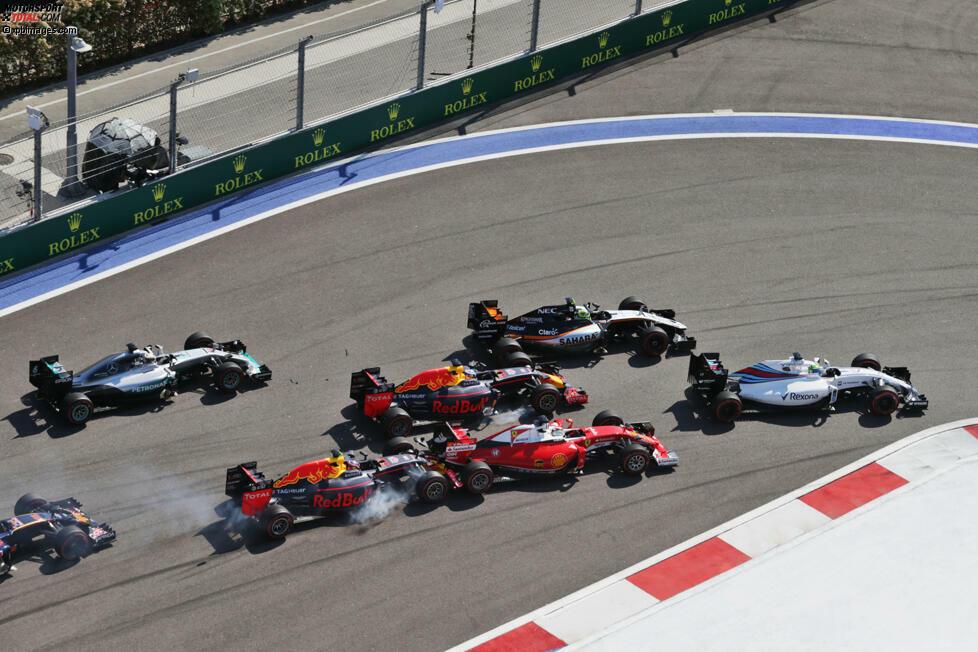Doch als sich Vettel an Daniel Ricciardo innen vorbeibremsen wollte, um Rang fünf zu erobern, schepperte es im Heck.