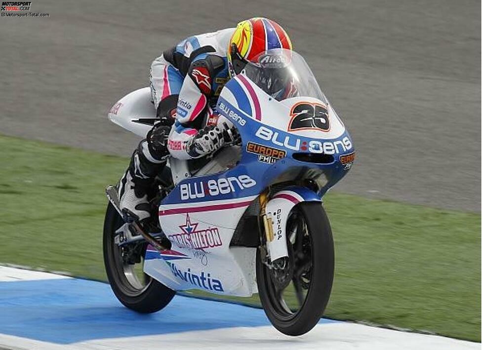 2011 debütiert Vinales in der 125er-Klasse und schlägt sofort wie eine Bombe ein. Er gewinnt in Le Mans seinen vierten Grand Prix. Zum damaligen Zeitpunkt ist Vinales mit 16 Jahren und 123 Tagen der drittjüngste Sieger hinter Scott Redding und Marco Melandri.