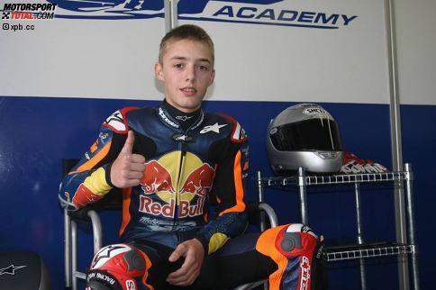Seine ersten Sporen verdient er sich in nationalen Serien, wie dem ADAC Mini Bike Cup. Im Rahmen der Red Bull MotoGP Akademie fährt Folger auch in der Spanischen 125er-Meisterschaft und gibt 2008 in Brünn sein WM-Debüt in der Achtelliterklasse.
