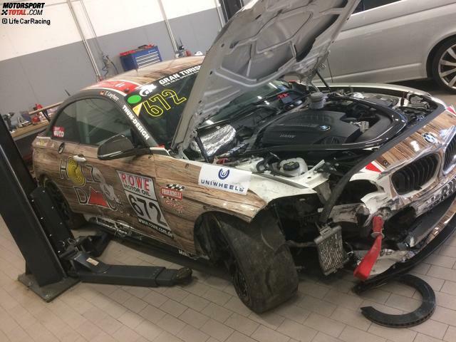 Ein trauriger Anblick: Der BMW M235i Racing nach dem VLN-Unfall am 25. März