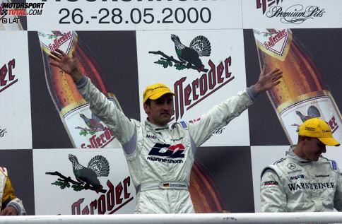 """2000: Bernd Schneider (Mercedes) - Wer sonst? Natürlich ist """"Mr. DTM"""" im Jahr 2000 der erste Champion der neuen DTM! Insgesamt sechs Siege holt der Mercedes-Pilot, der sich den Titel am Ende mit satten 59 Zählern Vorsprung sichert. Manuel Reuter (Opel) wird mit immerhin vier Siegen Vizechampion."""