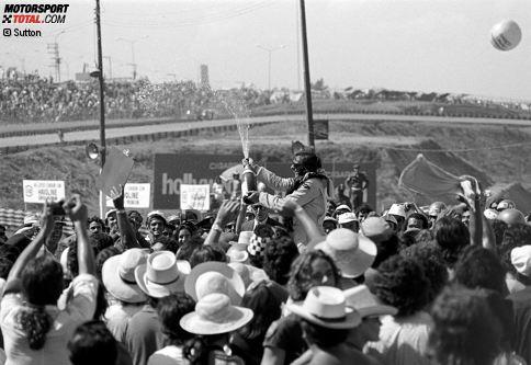 Gleich bei der Premiere des Großen Preises von Brasilien (nach einer Austragung ohne WM-Status im Vorjahr) steht Emerson Fittipaldi ganz oben. Der Paulista gewinnt das zweite Saisonrennen 1973 für Lotus in Interlagos, auch weil sein Teamkollege Ronnie Peterson wegen eines Reifenschadens aufgeben muss.