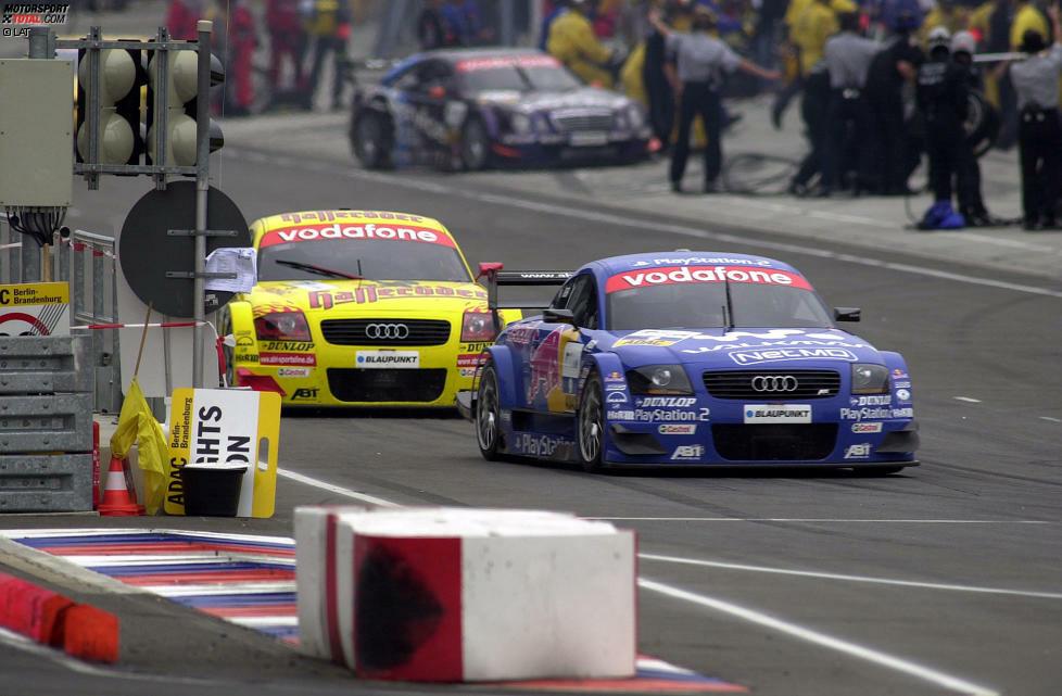 2002 ist Audi mit dem werksunterstützten TT das Maß der Dinge in der DTM. Mattias Ekström (vorne) feiert in Zandvoort seinen ersten Sieg, Teamkollege Laurent Aiello (hinten) gewinnt die Meisterschaft.