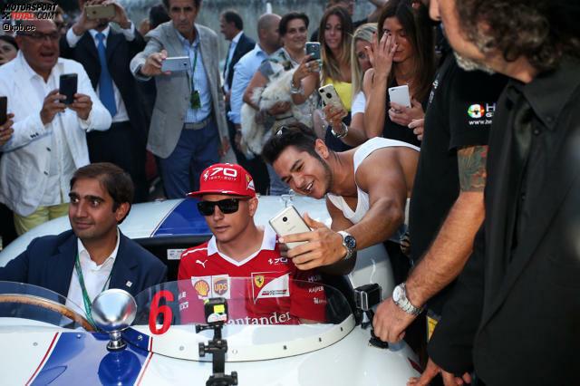 In Italien Ferrari-Fahrer zu sein, ist etwas ganz Besonderes. Kimi Räikkönen huscht bei der Formel-1-Parade in der Mailänder Innenstadt angesichts des Rummels sogar so etwas wie ein Lächeln übers Gesicht. Auch wenn er prinzipiell bei seiner Haltung bleibt: Spaß an der Königsklasse macht ihm nicht das Drumherum, sondern das Rennfahren.