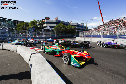 Die Formel E ist in der Sommerpause, doch hinter den Kulissen wird weiter in Richtung Zukunft gearbeitet. Die Teams haben Zeit, die abgelaufene Saison zu analysieren und möglicherweise Veränderungen bei den Fahrern vorzunehmen. In der Fotostrecke zeigen wir dir, wie das Fahrerfeld für 2017/18 aussehen könnte.