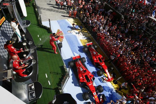 Er kann's noch: Nach vier sieglosen Rennen schlägt Sebastian Vettel zurück und gewinnt den Grand Prix von Ungarn. Genau wie in Monaco feiert Ferrari einen Doppelsieg. Eher streckenspezifisch, aber keine Trendwende, ist Mercedes-Sportchef Toto Wolff selbstsicher. Trotzdem wirkt Vettels Jubel besonders erleichtert.
