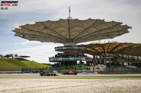 """Dabei hat sein Wochenende mit einer kuriosen Situation begonnen. Im Samstagstraining kollidiert Verstappen mit Jolyon Palmer, dem er in der letzten Kurve die Tür zuschlägt. """"Was für ein Idiot!"""", schimpft der Renault-Pilot und ätzt: """"Völlig unnötig in einem Freien Training."""""""