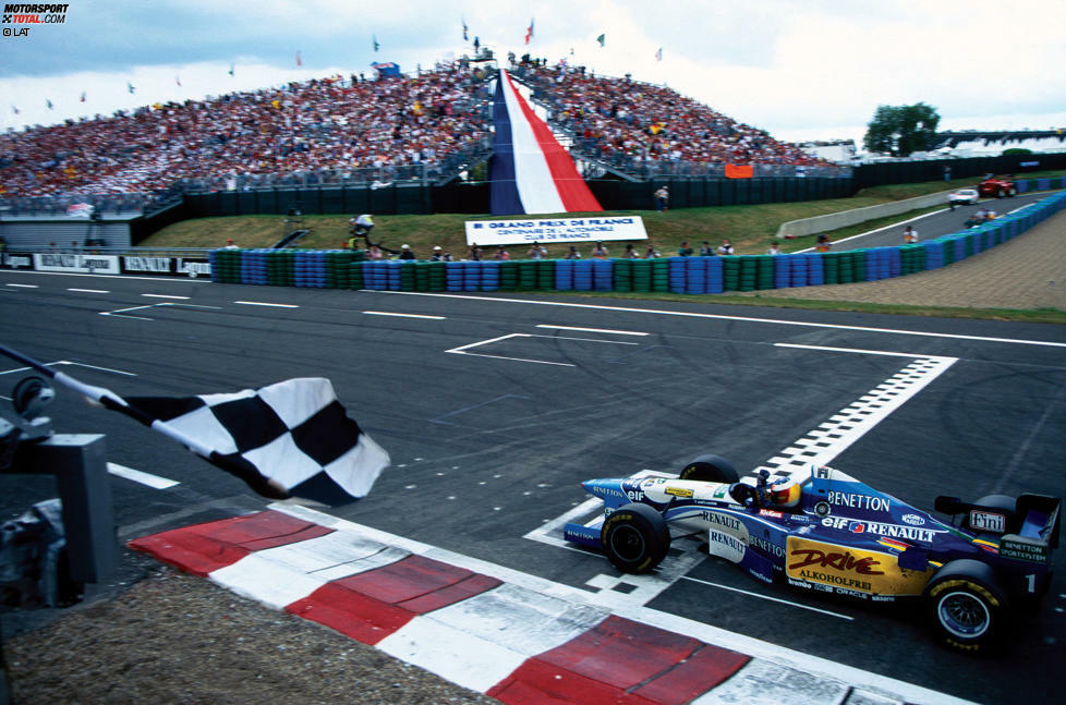 Im Motorsport gewinnt in der Regel der Pilot, der als Erster die Zielflagge sieht - allerdings nicht immer! Auch in der Formel 1 ist es bereits mehr als einmal vorgekommen, dass ein Ergebnis nachträglich noch geändert wurde. Wir blicken auf zehn Piloten, die ihren Sieg nicht auf der Strecke, sondern erst am grünen Tisch feiern durften.
