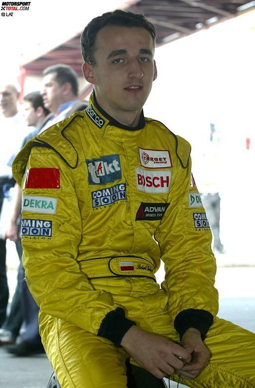 Der gebürtige Krakauer lernt seine ersten Sporen mit vier Jahren, als er in einem Auto mit vier PS um Plastikflaschen fährt. Das hilft ihm später beim Go-Kart-Fahren, wo er in Polen und Italien Titel um Titel gewinnt. 2001 folgt der Aufstieg in den professionellen Formelsport.