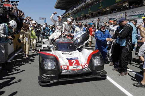Das Siegerteam Earl Bamber, Timo Bernhard und Brendon Hartley mit der Startnummer 2 legte 367 Rennrunden (5.001,23 Kilometer) zurück. Die Durchschnittsgeschwindigkeit betrug 208,2 km/h.