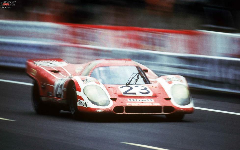 Le Mans 1970: Richard Attwood und Hans Herrmann bescheren Porsche den ersten Gesamtsieg im 917K. Das Duo fuhr im Fahrzeug der Salzburger Porsche Holding von Louise Piech, der Tochter von Ferdinand Porsche.