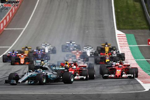 Start zum Grand Prix von Österreich 2017: Vorne hat Valtteri Bottas einen Traumstart, hinten macht Fernando Alonso viele Positionen gut.