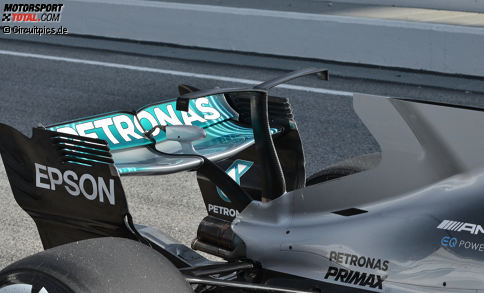 Die Formel-1-Saison erwacht und mancher Designer war im vergangenen Winter am Zeichenbrett besonders kreativ, wie sich nun zeigt: Wir blicken in unserer Fotostrecke auf die Technikhighlights der Formel-1-Testfahrten in Barcelona und beginnen bei Mercedes...