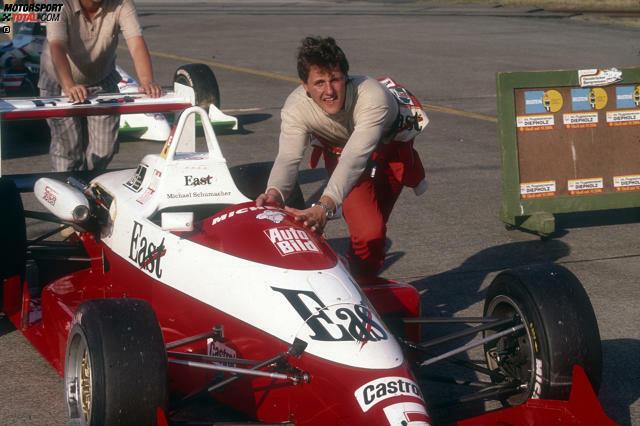 Nach den ersten Erfolgen im Kartsport, einer erfolgreichen Sponsorensuche und den ersten Erfahrungen in der Formel Ford und Formel König wechselt Michael Schumacher 1989 in die deutsche Formel 3.