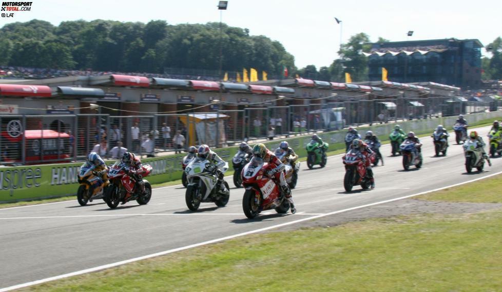 Die Superbike-WM gibt es seit dem Jahr 1988 und hat den Motorrad-Fans unzählige spektakuläre Rennen geboten. Die erfolgreichsten Fahrer finden sie in dieser Fotostrecke!