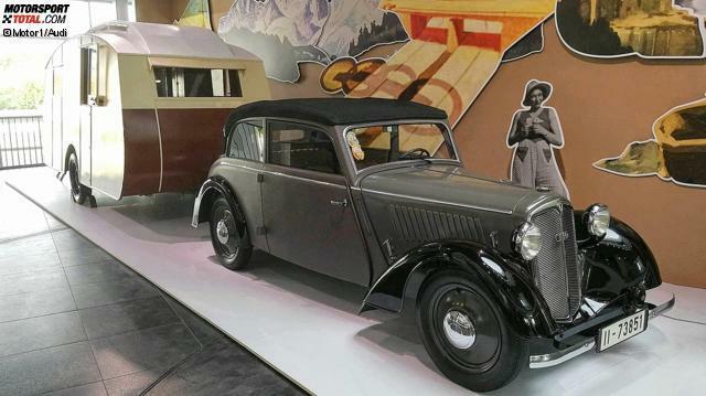Im Sommer verreist man gerne mit dem Auto. Eine neue Sonderausstellung im Audi-Museum in Ingolstadt blickt auf die Geschichte der automobilen Ferien zurück. Wie wurden die Deutschen zum Reise-Weltmeister? Los geht es in den 1930er-Jahren mit diesem Campinggespann. Zugfahrzeug ist eine DKW F5 Meisterklasse Cabrio-Limousine von 1935.