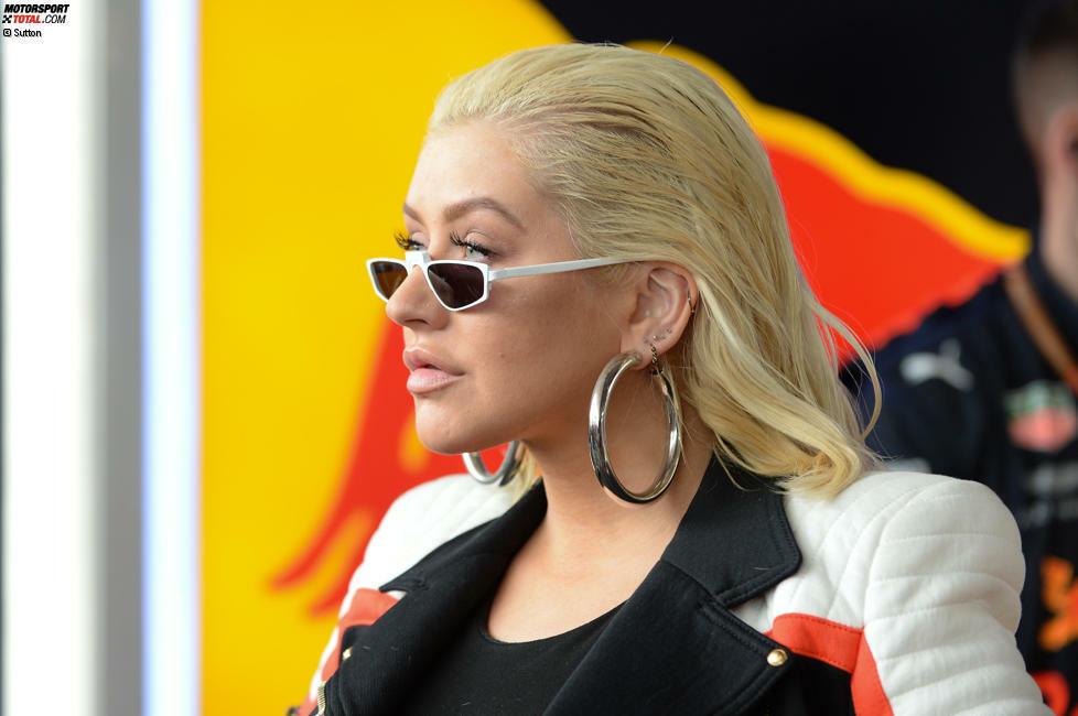 Sechs Jahre lang hielt sich Popstar Christina Aguilera im Hintergrund, doch beim Formel-1-Highlight in Baku war sie plötzlich omnipräsent. Jetzt durch die Bilder klicken!