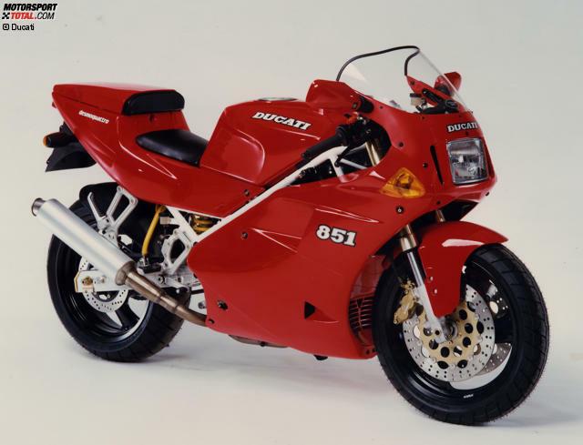 Mit der Ducati 851 begann die Ära der wassergekühlten Vierventil-Superbikes von Ducati. In der Serie leistete der zu Beginn 851 Kubikzentimeter große V2-L-Twin 102 PS.
