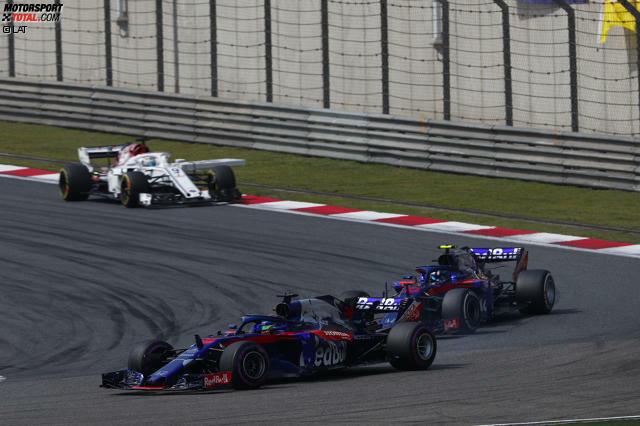 Pierre Gasly (5): Selbst wenn es eine Order gab, dass ihn Hartley durchlassen soll: Gegen den eigenen Teamkollegen hätte er die Brechstange nicht auspacken dürfen. Eine Woche nach der Gala von Bahrain war Gaslys Speed in China überschaubar. Die 6 bleibt ihm nur erspart, weil Toro Rosso durch den Crash keine Punkte verloren hat.