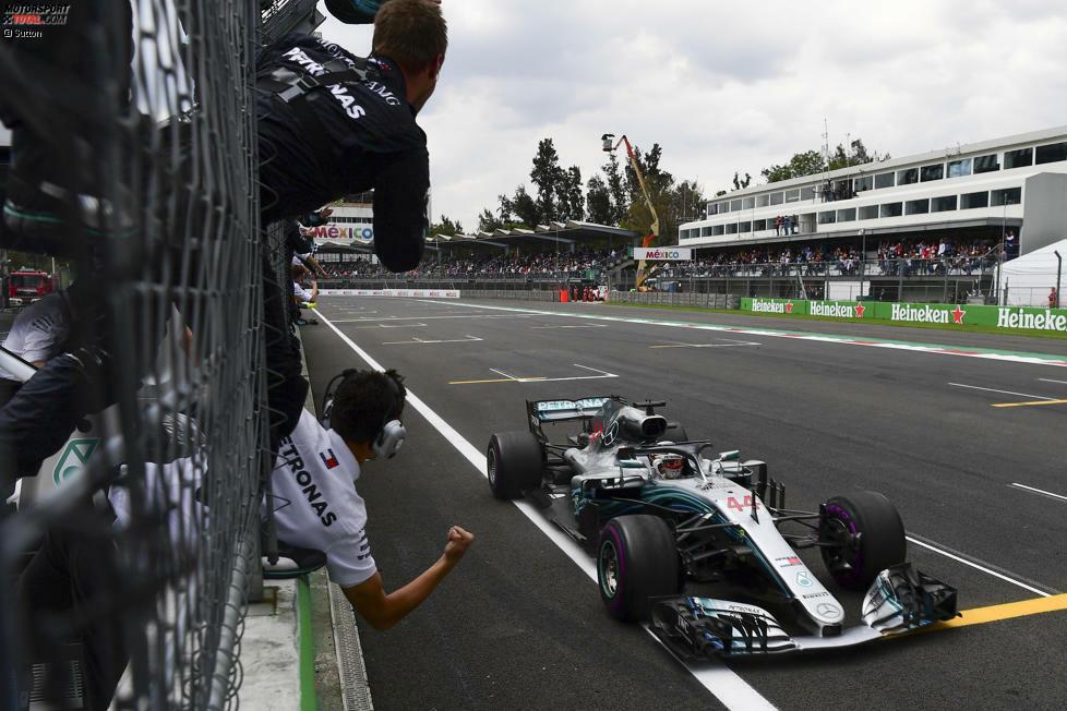 Geschafft: Lewis Hamilton fährt auf P4 ins Ziel. Damit steht fest: Er ist zum fünften Mal Formel-1-Weltmeister!