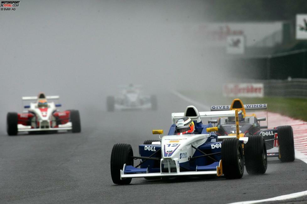 Er gewinnt in der Formel BMW auf Anhieb die Meisterschaft und brilliert bereits als Teenager bei Regenrennen. Seine Gegner sind damals unter anderem Sergio Perez und Sebastien Buemi.