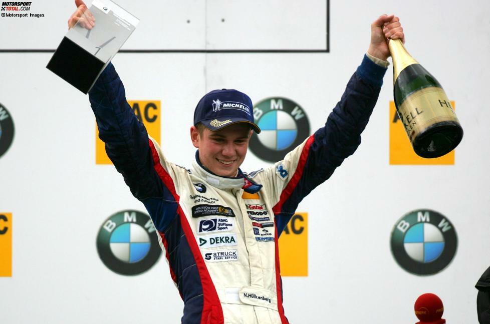 Nico Hülkenbergs Karriere im Autorennsport nimmt 2005 in der Formel BMW ihren Anfang. Allerdings: Zuvor hat der Blondschopf schon als Kind mit seinem Speed auf sich aufmerksam gemacht, als er am Steuer eines Lieferwagens der Firma seines Vaters geblitzt worden ist.