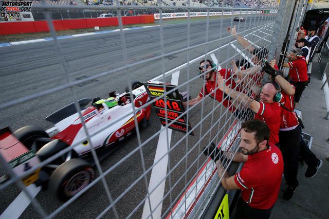 Der entscheidende Moment: Mick Schumacher beendet das vorletzte Saisonrennen in Hockenheim auf P2 und steht damit vorzeitig als Europameister fest!