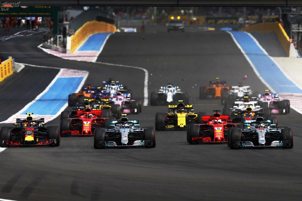 Das Unheil nimmt seinen Lauf: Vettel hat einen guten Start, wird aber innen eingeklemmt, während Bottas außen herum später bremst.