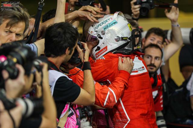 Sebastian Vettel hat einen Traum: Nach vier WM-Titeln mit Red Bull möchte der Heppenheimer jetzt auch endlich mit Ferrari Weltmeister werden. Leicht wird das allerdings nicht, denn in der Geschichte der Formel 1 haben es bisher erst zehn Piloten geschafft, mit mehr als einem Team den Titel zu holen ...