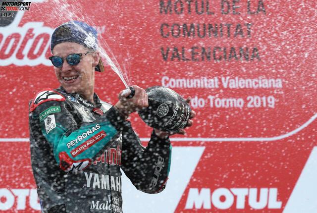 Fabio Quartararo wurde am 20. April 1999 in Nizza (Frankreich) geboren. Mit 19 schafft er den Sprung in die Königsklasse und ist einer der jüngsten MotoGP-Debütanten überhaupt. Quartararo schlägt auch gleich wie eine Bombe ein und mischt die etablierten Stars auf.