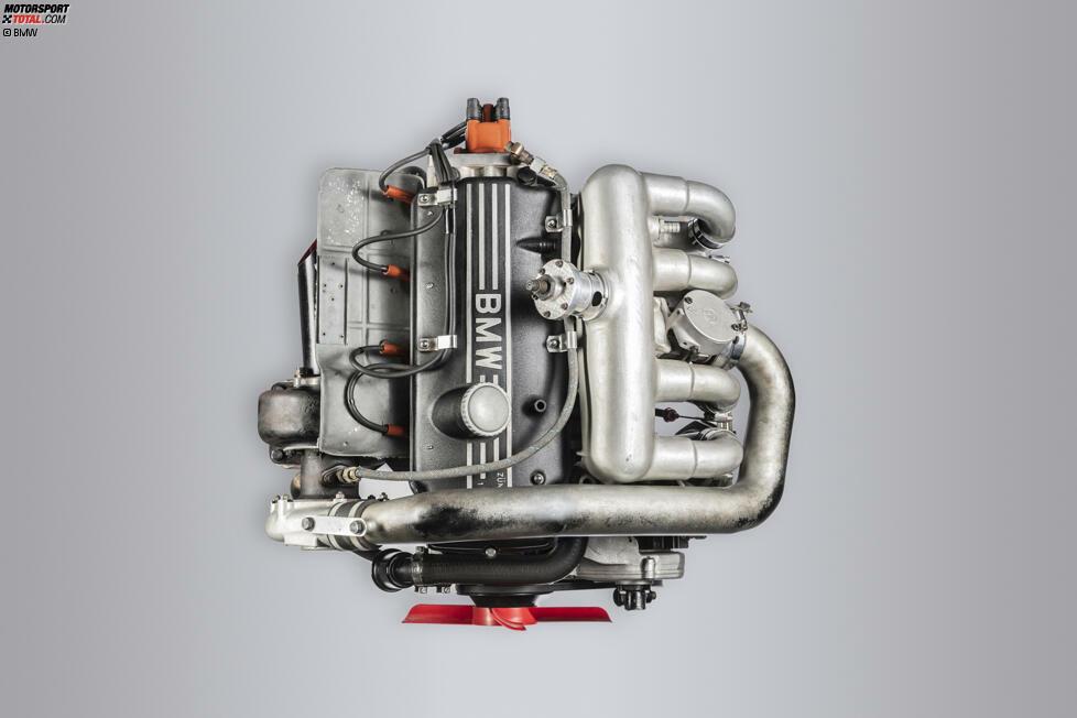 1969 - M121 im BMW 2002 TI: Der Vierzylinder-Reihenmotor mit zwei Litern Hubraum und einem Turbolader leistete als erster BMW Turbo-Rennmotor Pionierarbeit und schrieb schon damals Geschichte. Dieter Quester gewann im BMW 2002 TI mit Turbo-Power den Titel in der Tourenwagen-Europameisterschaft.