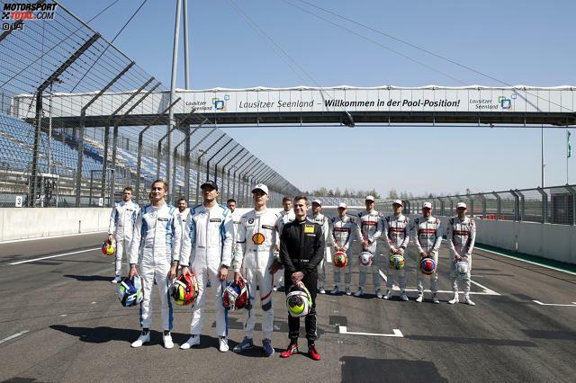 Das Fahrerfeld der DTM-Saison 2019 ist komplett! Als einziger noch nicht auf dem Foto: WRT-Pilot Pierto Fittipaldi. Es folgen seine Kollegen im Einzelnen nach Startnummern ...