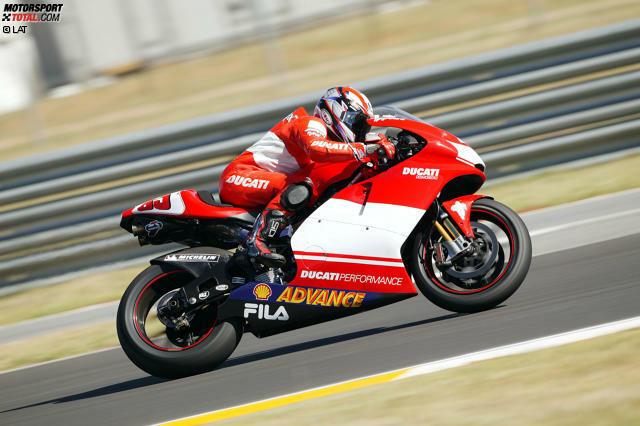 2003 (Desmosedici GP3) - Fahrer: Troy Bayliss, Loris Capirossi - Bilanz: 1 Sieg, 9 Podestplätze, 3 Poles