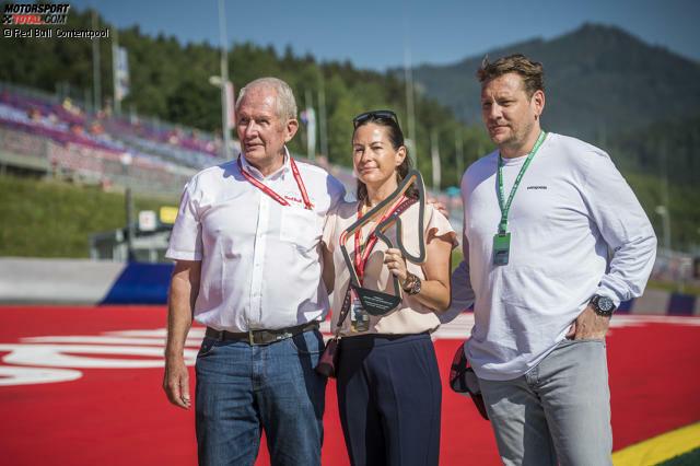Die Familie Lauda, Witwe Birgit und Sohn Lukas, hat am Rennsonntag in Spielberg symbolisch einen Ehrenpokal für die neue