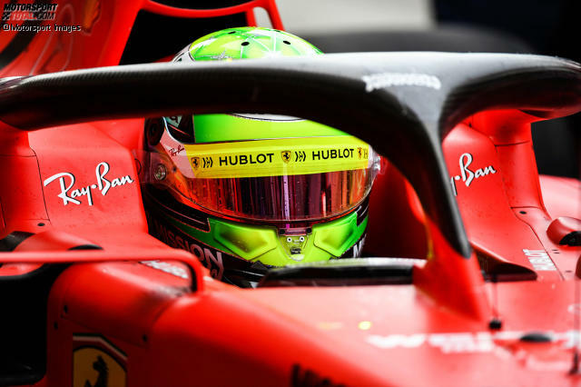 Mick Schumacher im Ferrari SF90: Bei den Testfahrten in Bahrain saß der junge Deutsche erstmals in einem Formel-1-Auto - und durfte neben dem Ferrari auch den Alfa Romeo C38 fahren. Hier sind die schönsten Bilder!